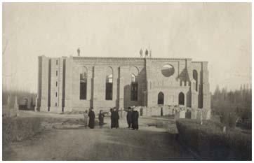 "The photo of construction process of a ""new"" Catholic temple at Salar was made in 1913"