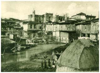General view of the Kukeldash madrasah from the direction of Chorsu canal in the beginning of XX century